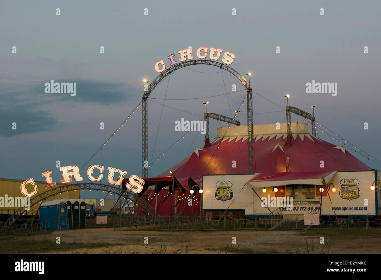 Signe du cirque illuminé, big top & billetterie sur Portland en 2008 Banque D'Images
