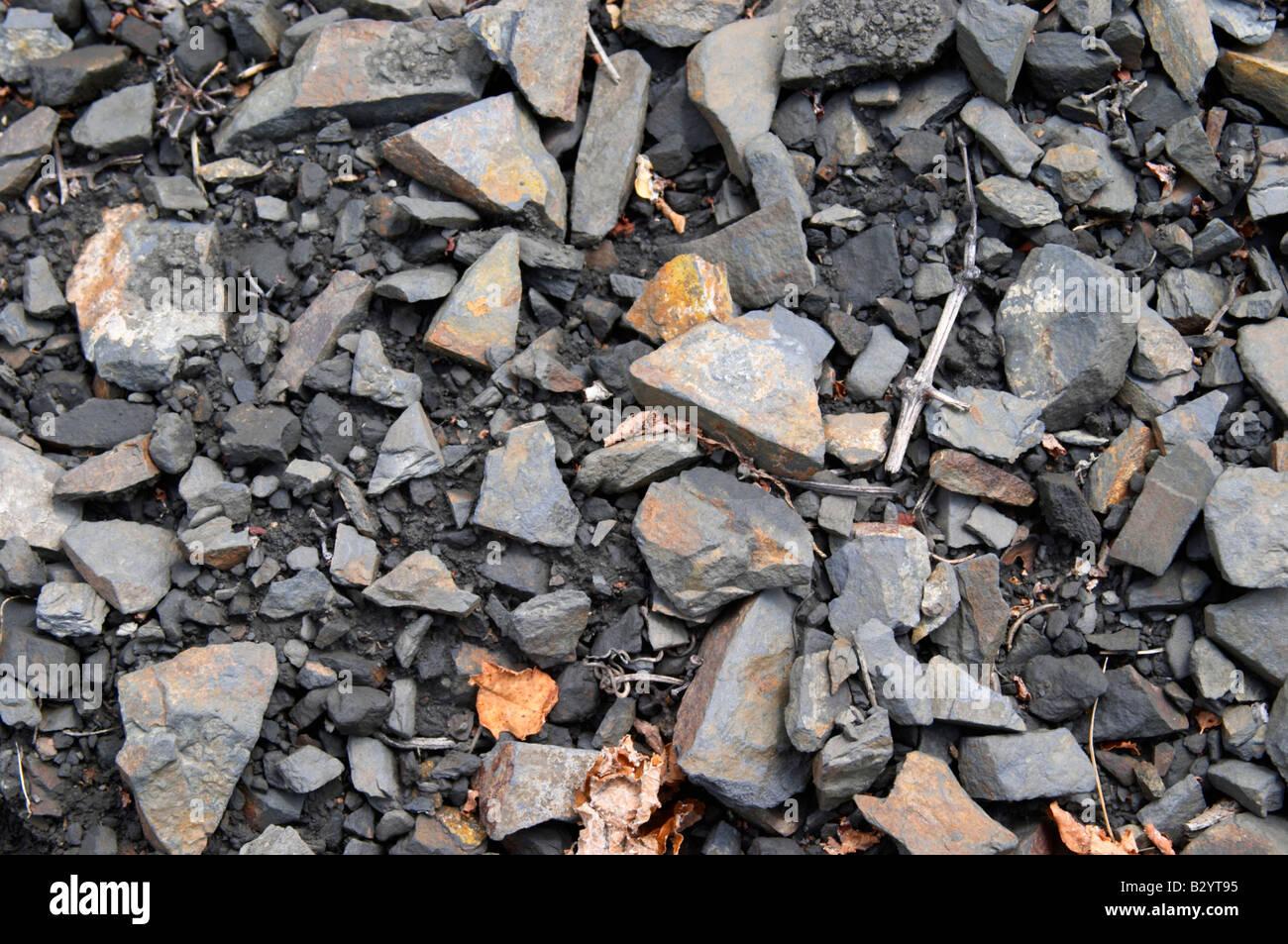Détail du sol. L'ardoise. Les sols noirs. Appelé Terres Brulees, brûlé le sol. Domaine Piquemal, espira de l'Agly, Banque D'Images