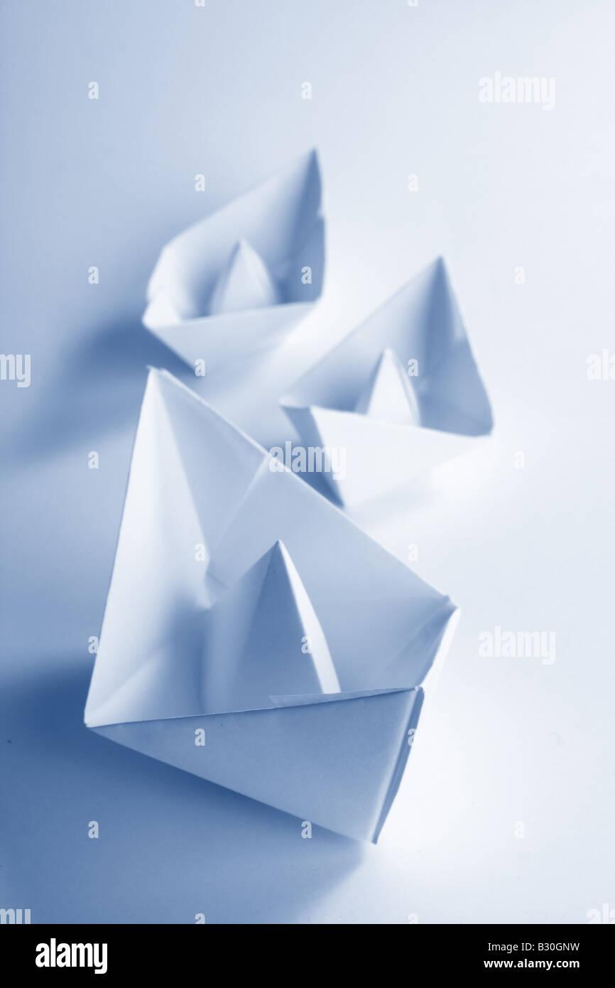 Bateau en papier bleu Photo Stock
