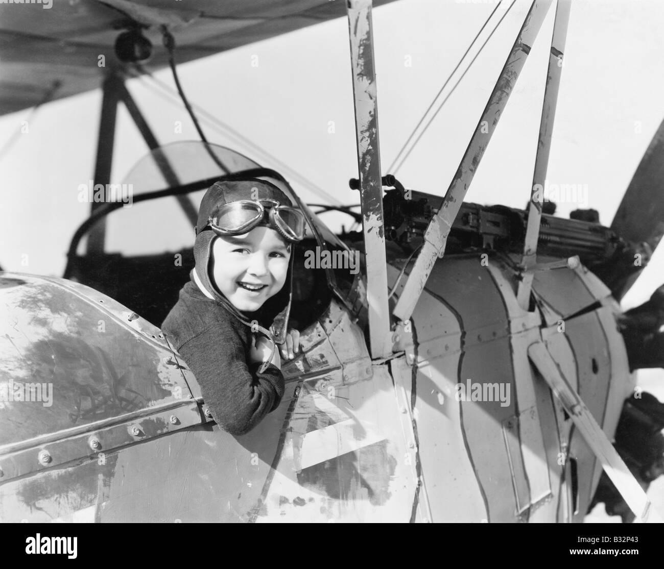 Petit garçon dans le cockpit de l'avion Banque D'Images