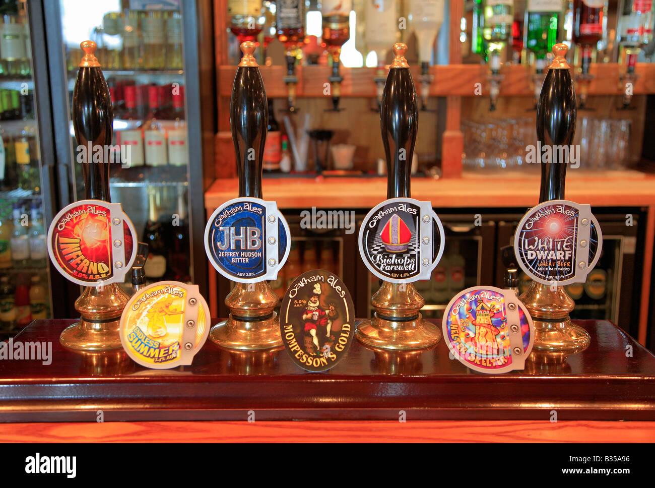 Salutations de la plus grande armée naine sur terre - Page 7 Selection-de-pompes-a-biere-brasserie-oakham-ales-dans-un-pub-bar-real-ale-reglage-b35a96