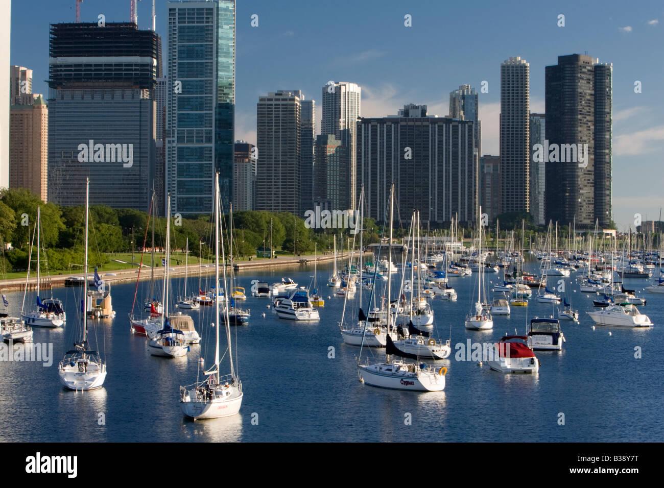 Chicago, Illinois. Chicago Hôtels, Condos, le lac Michigan Marina en premier plan. Photo Stock