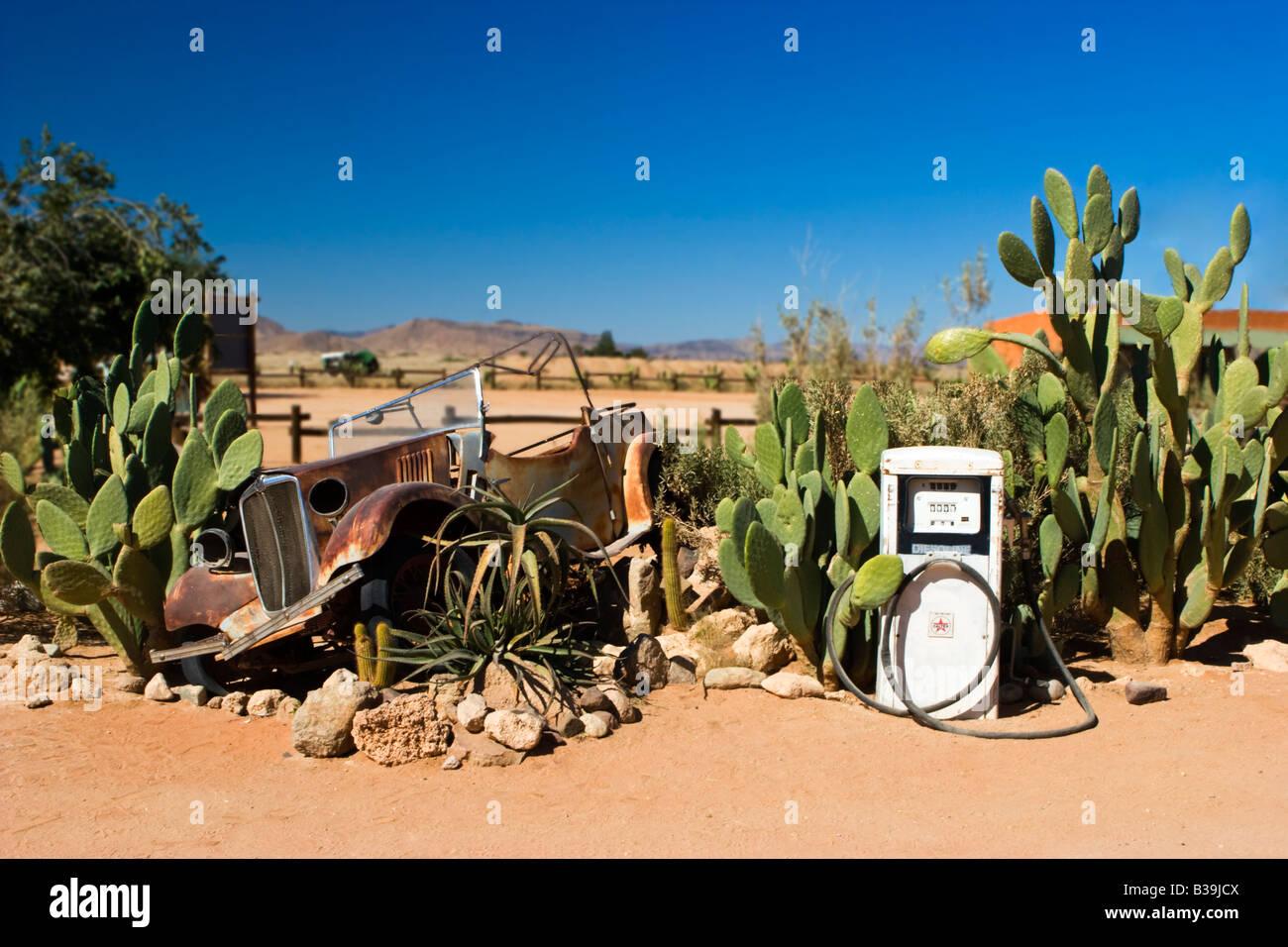 Une voiture rouillée at Solitaire Station d'essence, la Namibie Photo Stock