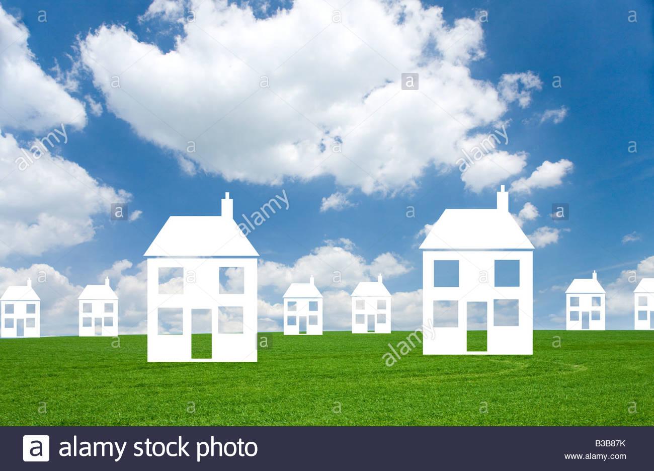 Découper des maisons dans grass field Photo Stock