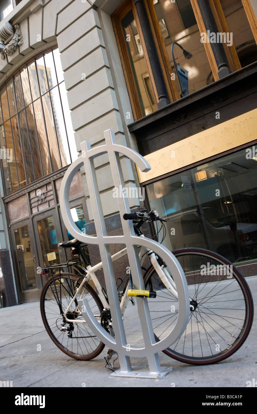 L'une des neuf portes-vélo conçu par David Byrne intitulé Le Wall Street de Wall Street dans Photo Stock