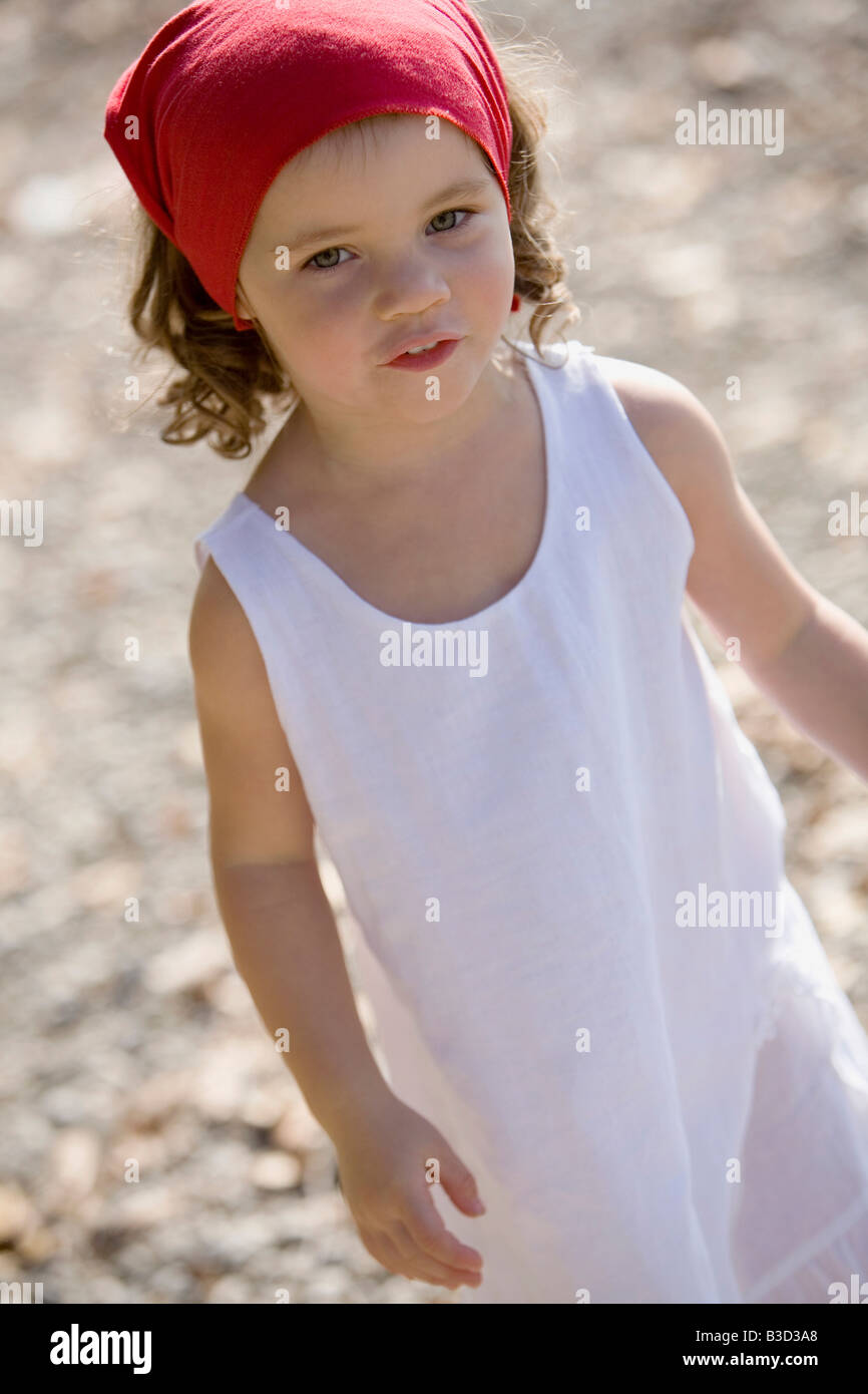 Allemagne, Bavière, Ammersee, little girl (3-4) playing on beach Photo Stock
