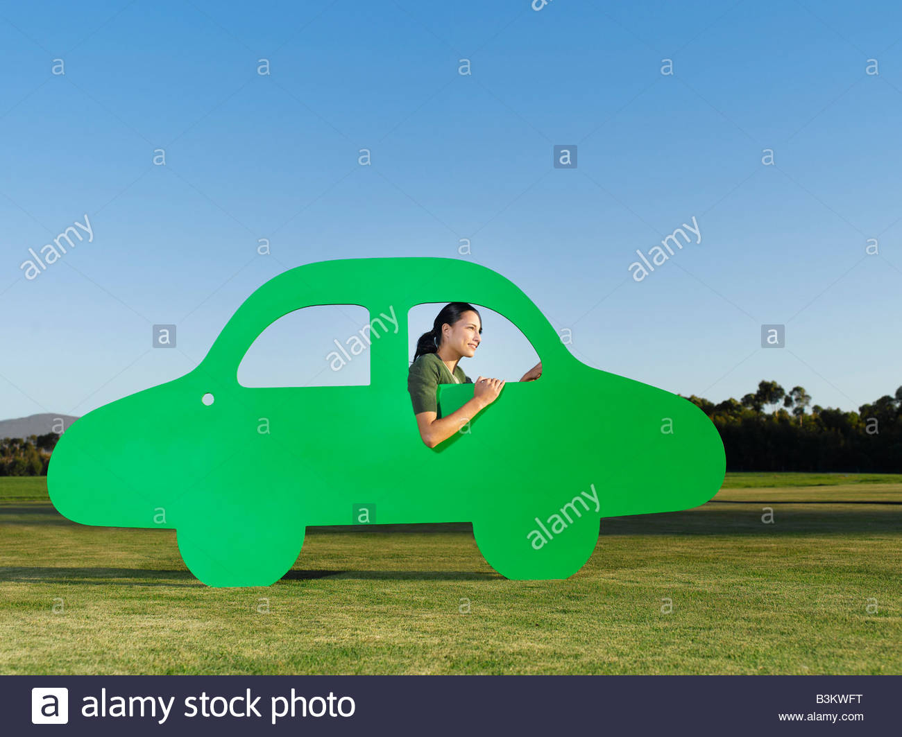 Femme au volant voiture découpe Photo Stock
