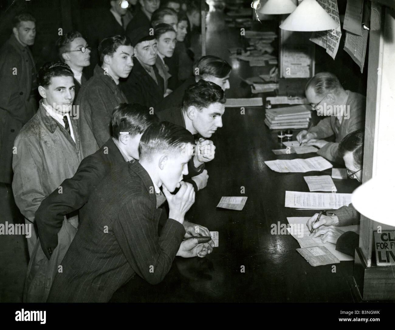 SERVICE NATIONAL en 18 ans signe sur dans les années 1950 Photo Stock