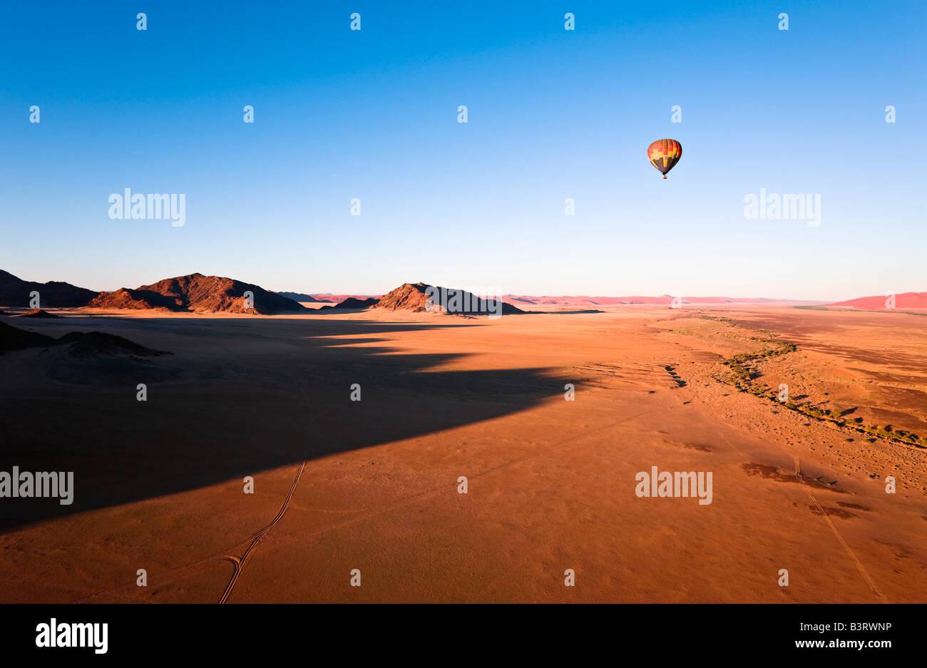 Montgolfière sur Naukluft Park, Namibie, Afrique Photo Stock