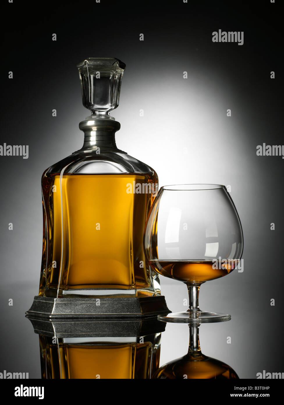 Petit verre de brandy vertical décanteur Photo Stock