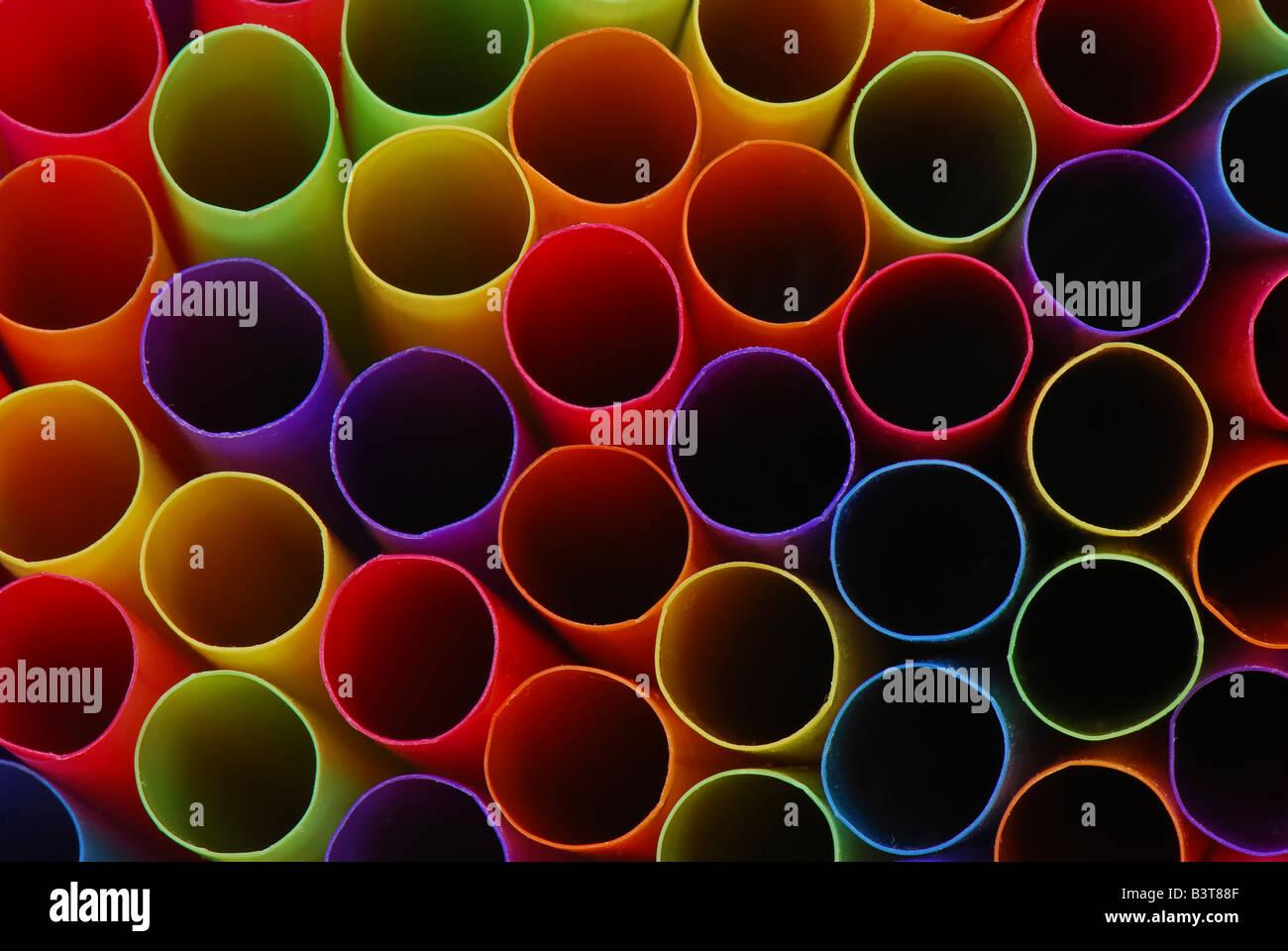 Résumé de l'extrémités de pailles multicolores. Photo Stock