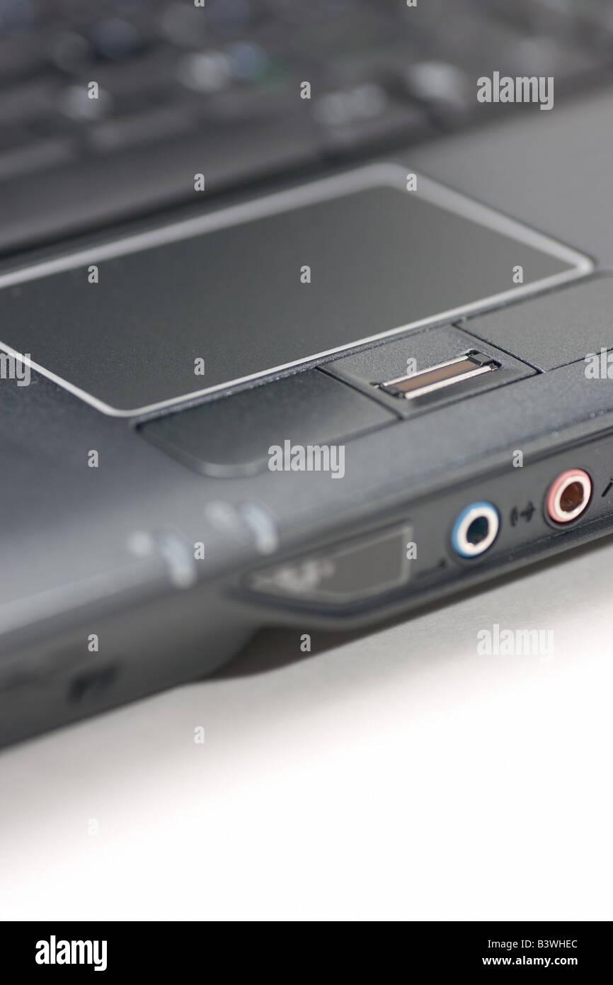 Pavé tactile d'un ordinateur portable et lecteur d'empreintes digitales. Photo Stock