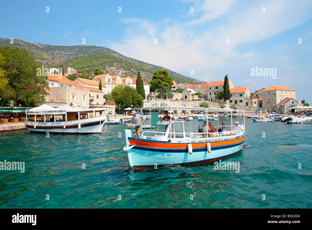 Port de Bol sur l'île de Brac, République de Croatie, l'Europe de l'Est Photo Stock