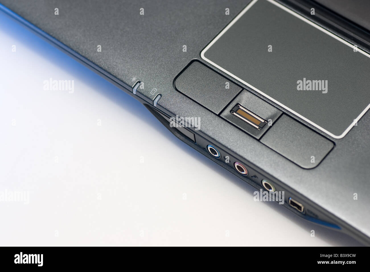 Pavé tactile d'un ordinateur portable avec lecteur d'empreintes digitales. Photo Stock