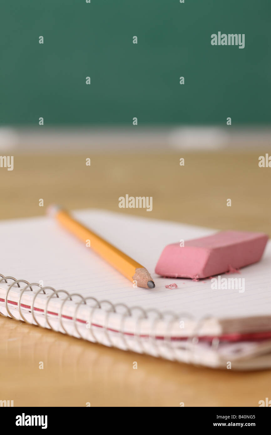 L'éducation de l'École de la vie toujours sur le portable et d'une gomme de crayon Photo Stock