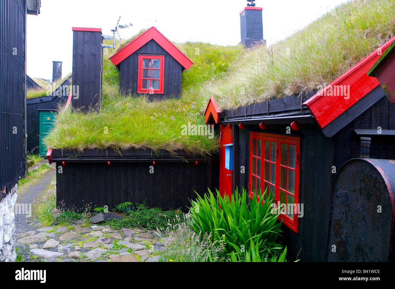 L'isolation de la toiture, chalet toop sous la forme d'herbe et le gazon - Iles Feroe Photo Stock