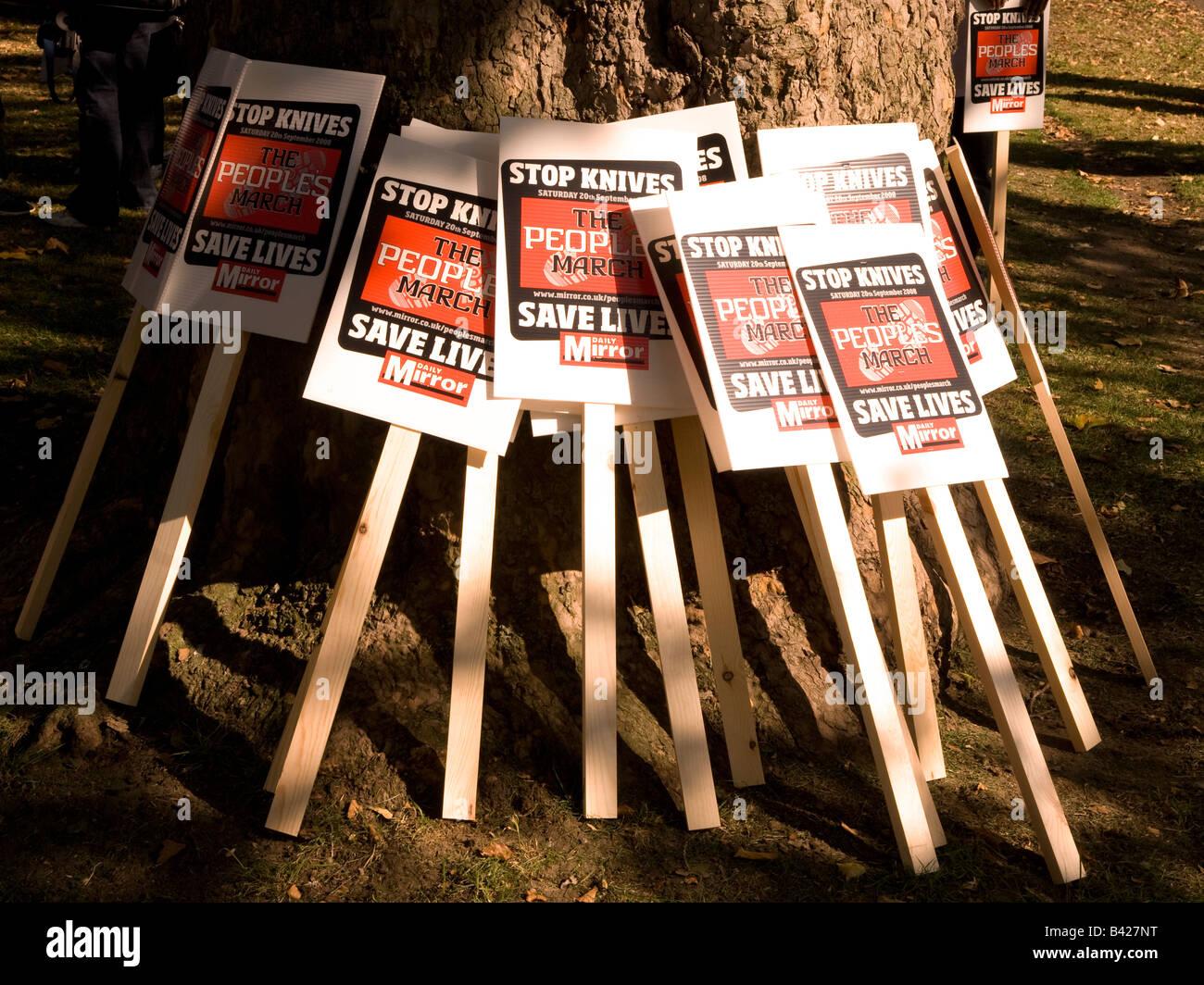 Deux plaques à la mars, samedi 20 septembre 2008. Mars et manif contre la criminalité couteau, Londres, Photo Stock
