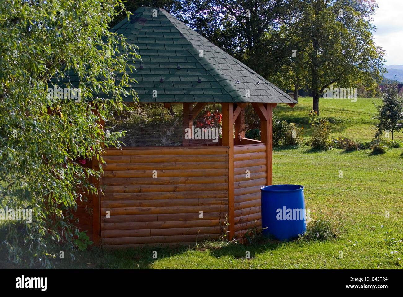 Cabane de jardin en bois en forme d\'octogone Banque D\'Images, Photo ...