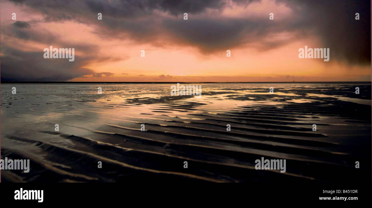 Plage d'Ainsdale paysage Merseyside sur un hivers orageux nuit. Photo Stock