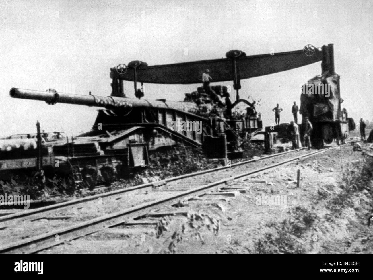 CANON SUR RAIL  Evenements-premiere-guerre-mondiale-premiere-guerre-mondiale-front-occidental-paris-gun-canon-ferroviaire-allemand-de-21-cm-avec-grue-mobile-juillet-1918-b45egh