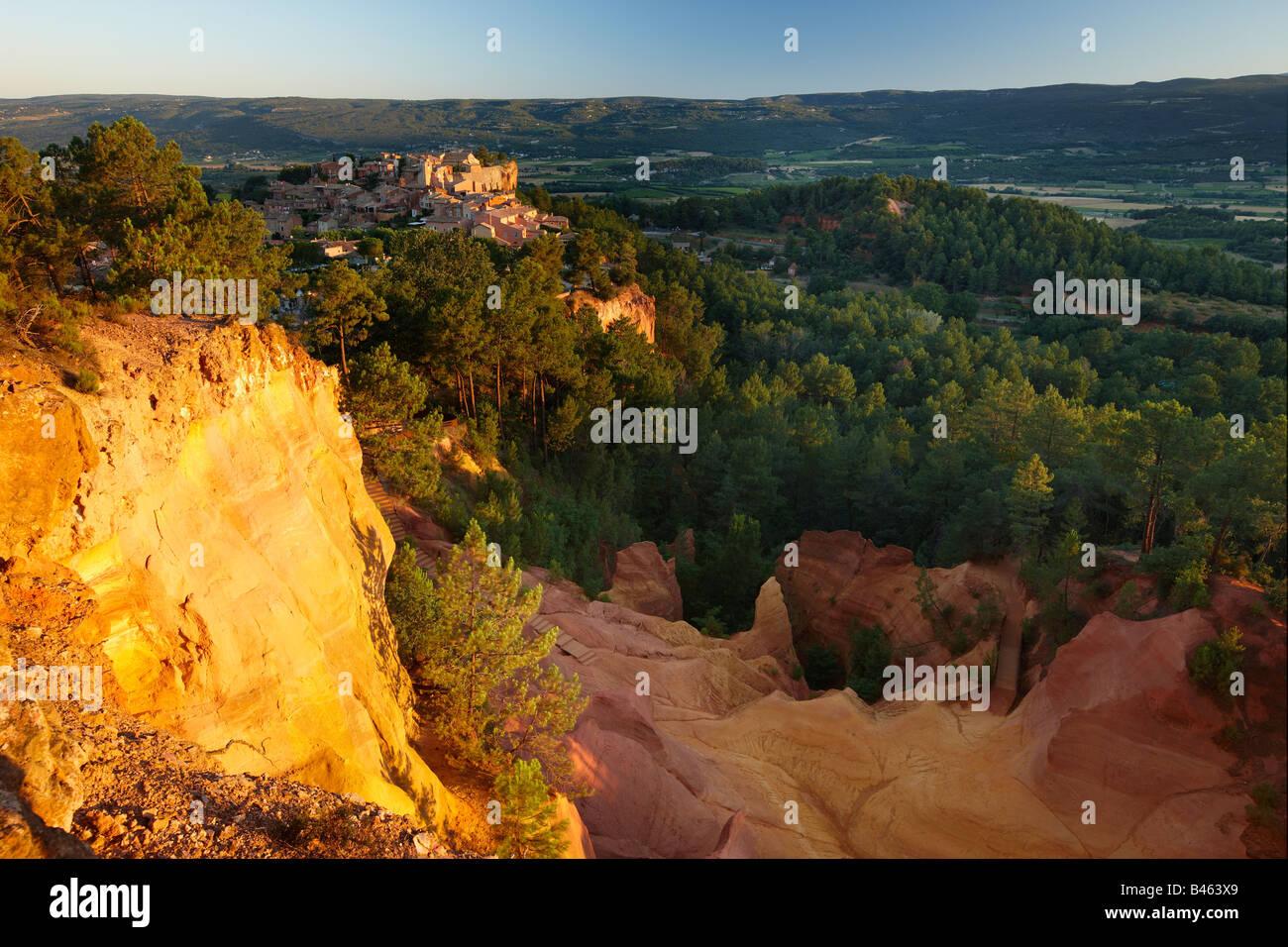 Rousillon et le Sentier des Ocres, le Vaucluse, Provence, France Photo Stock