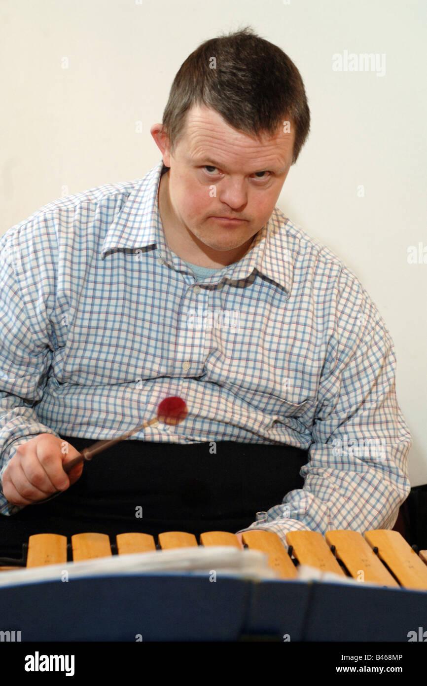 Xylosound Music est un groupe de thérapie pour les personnes ayant des troubles d'apprentissage Huddersfield Photo Stock