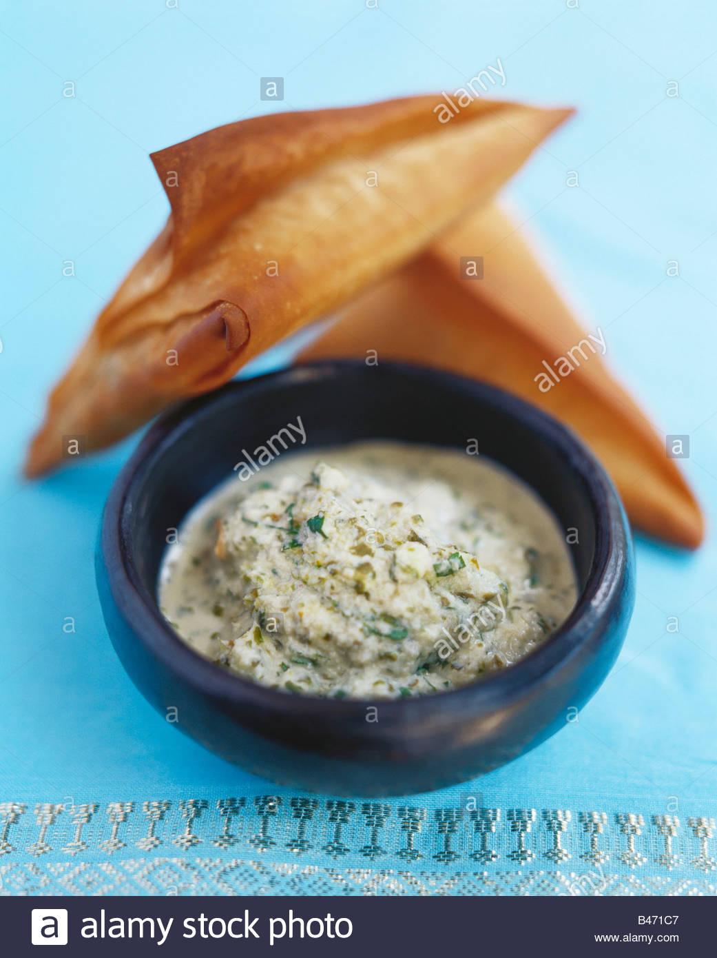 Samossas avec noix de coco Chutney (Inde) Photo Stock
