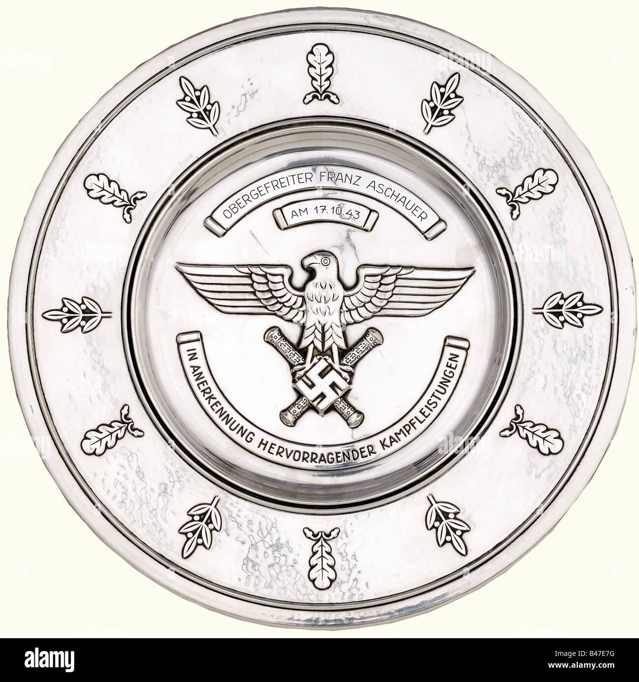 Un salver d'honneur de la Luftwaffe, pour une conduite remarquable au combat. Salver en alliage d'alpaga plaqué Banque D'Images