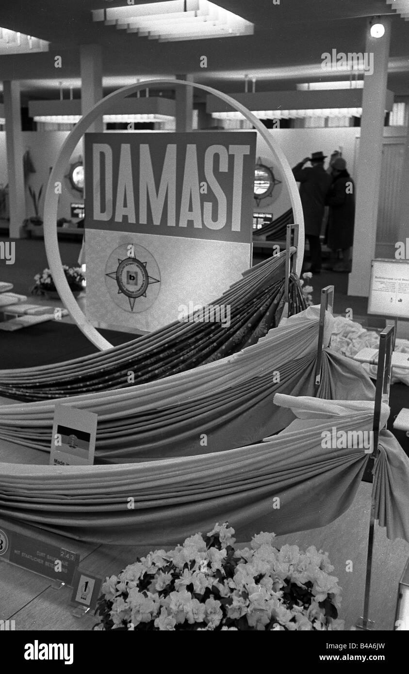 Salons professionnels, salon de Leipzig, département textile, vue intérieure, années 60, Banque D'Images
