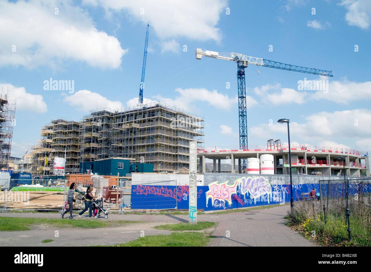 UK. Nouveaux appartements construits par Hackney Homes par le Canal Lea dans la régénération du site Photo Stock