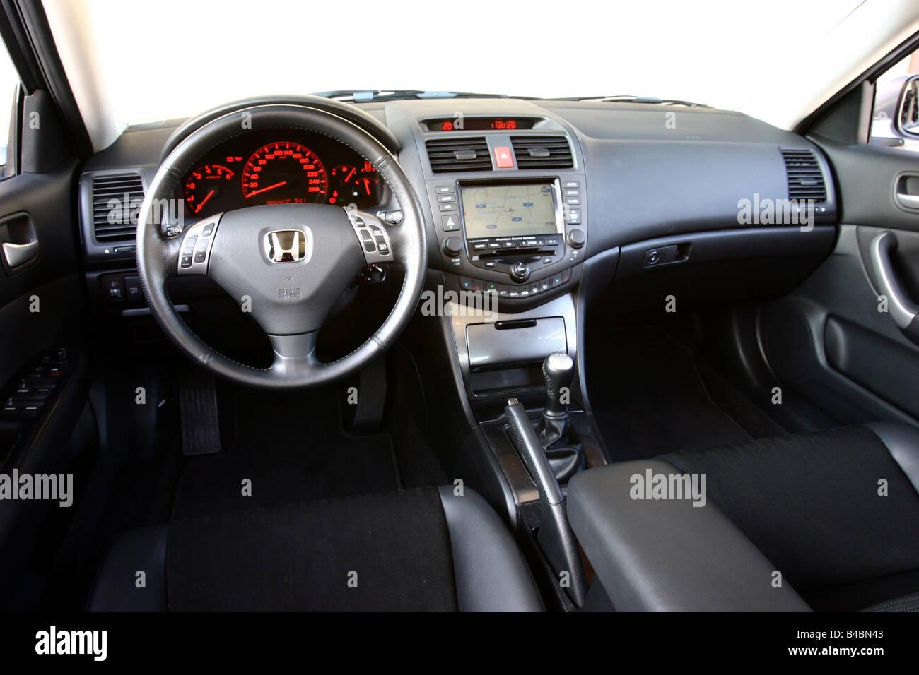 voiture honda accord 22 i ctdi sport 103 kw limousine la classe moyenne lanne de modle 2003 dargent fghds vue de lintrieur de l intrieur vi