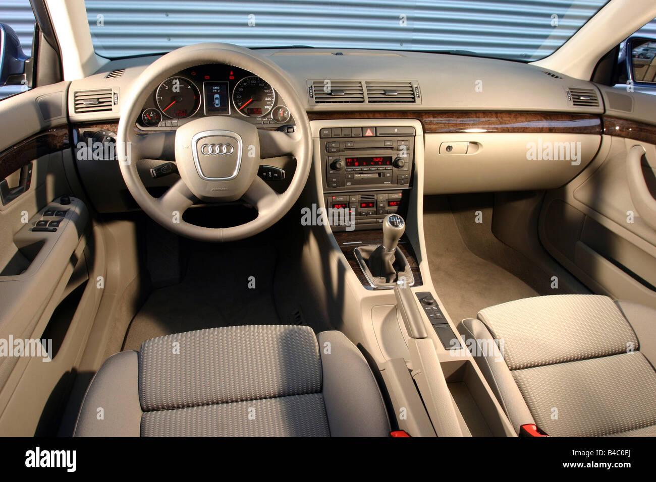 voiture audi a4 avant 20 tdi limousine berline de taille moyenne suprieure lanne modle 2004 bleu vue de lintrieur vue de l intrieur coc