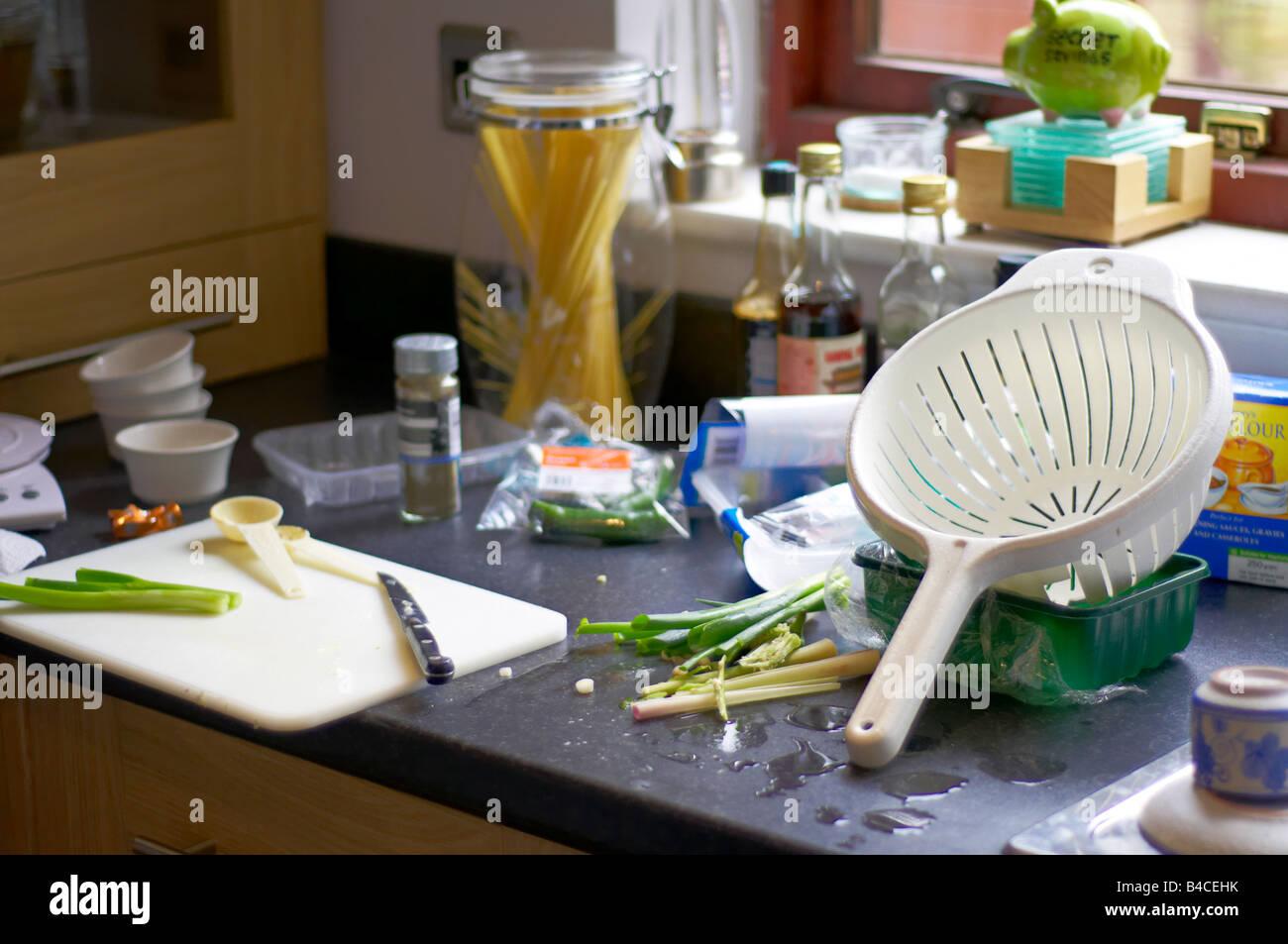 cuisine en d sordre banque d 39 images photo stock 19943887 alamy. Black Bedroom Furniture Sets. Home Design Ideas