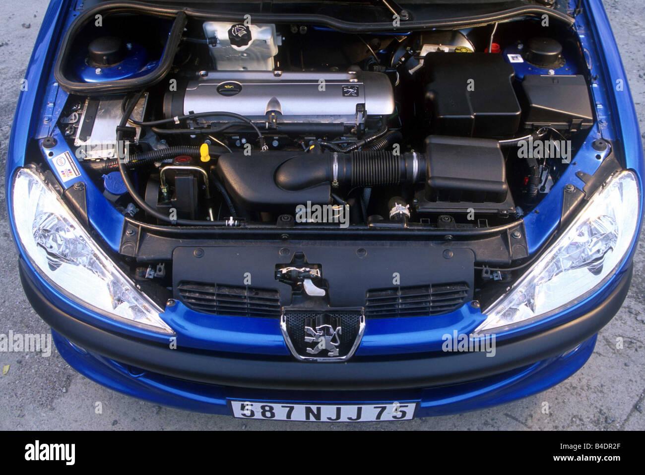 Voiture, Peugeot 206 CC, cabriolet, l\u0027année de modèle 2000,, bleu, vue dans  le compartiment moteur, moteur, la technique/accessoire, accessoires