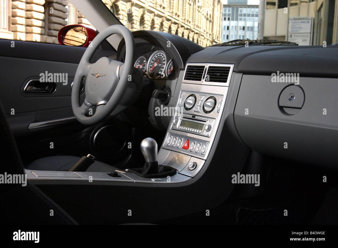 voiture chrysler crossfire roadster rouge anne modle 2003 coupcabriolet vue de lintrieur vue de lintrieur lhabitacle laccesseur