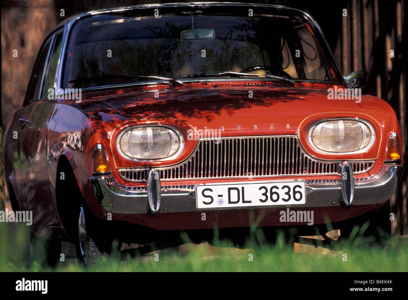 voiture ford taunus 17m p3 39 39 baignoire rouge blanc l 39 ann e de mod le 1960 1964 voiture d. Black Bedroom Furniture Sets. Home Design Ideas