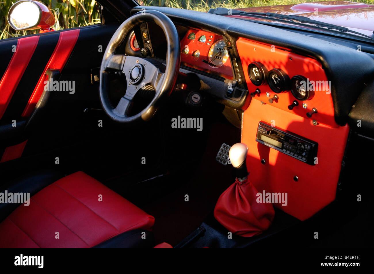 voiture opel manta b l 39 ann e de mod le 1983 rouge coup cabriolet voiture ancienne ann es. Black Bedroom Furniture Sets. Home Design Ideas