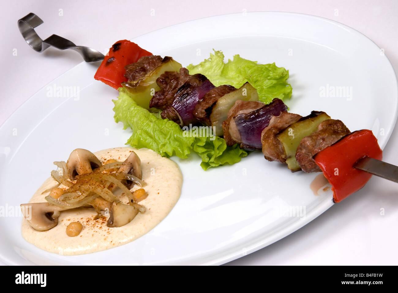 Légumes et aliments restaurant appétissant sur un plat de champignons blancs. Studio shot Photo Stock