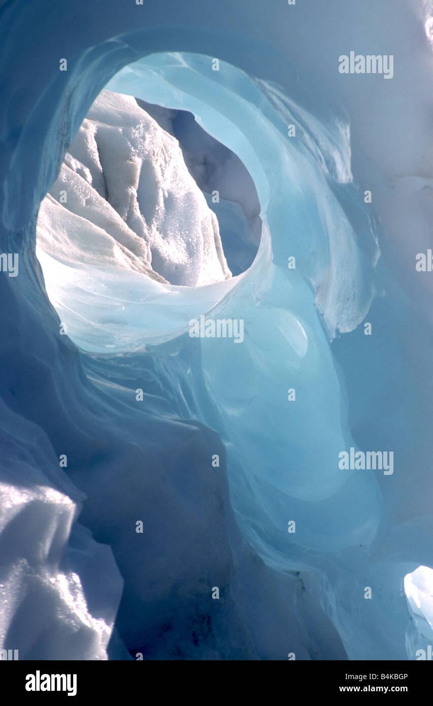 Trou dans la glace sur Fox Glacier, côte ouest de l'île du Sud, Nouvelle-Zélande Banque D'Images