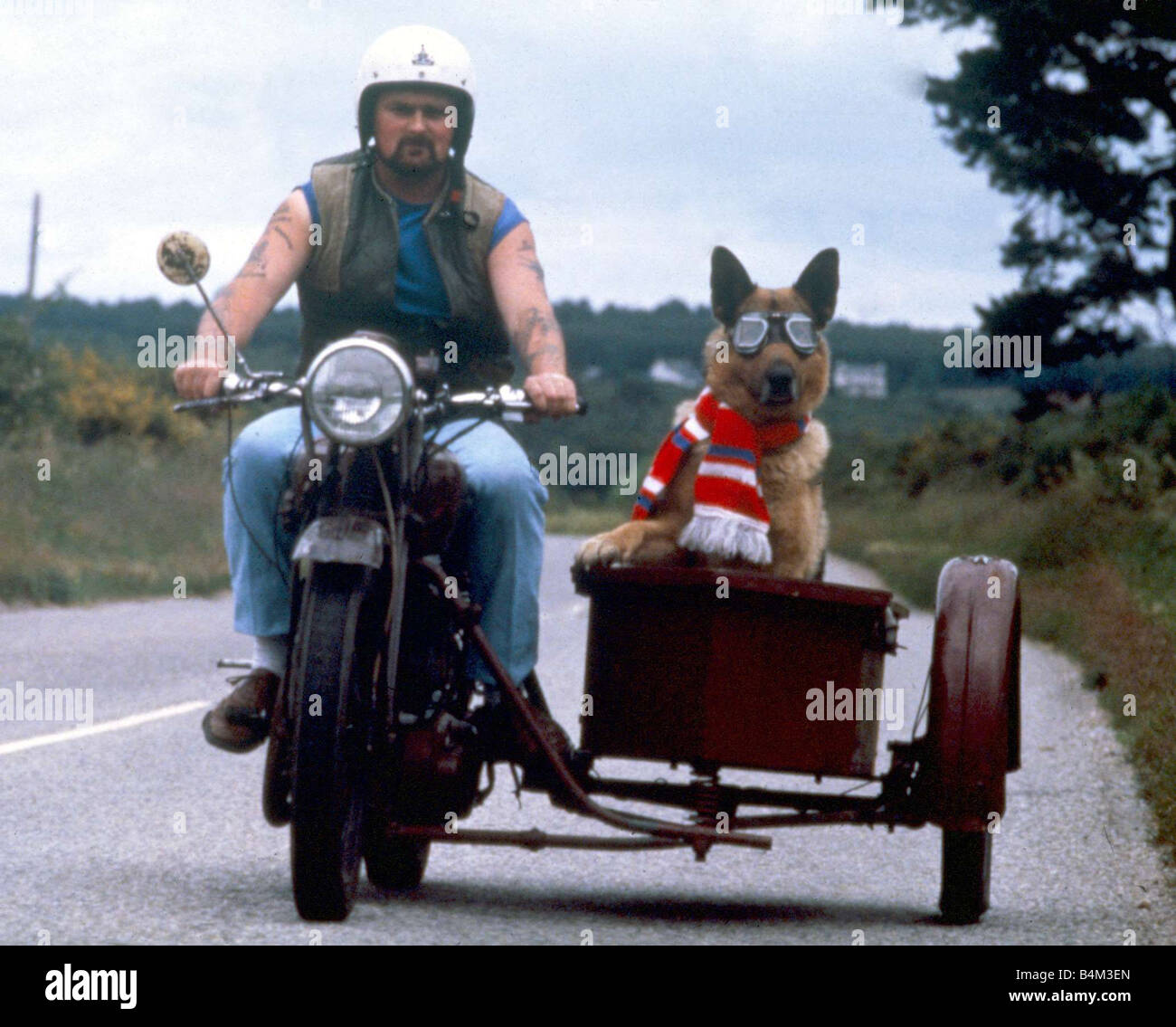 Moto Et Side Car John Smith Dinvernesswith Son Chien Shane