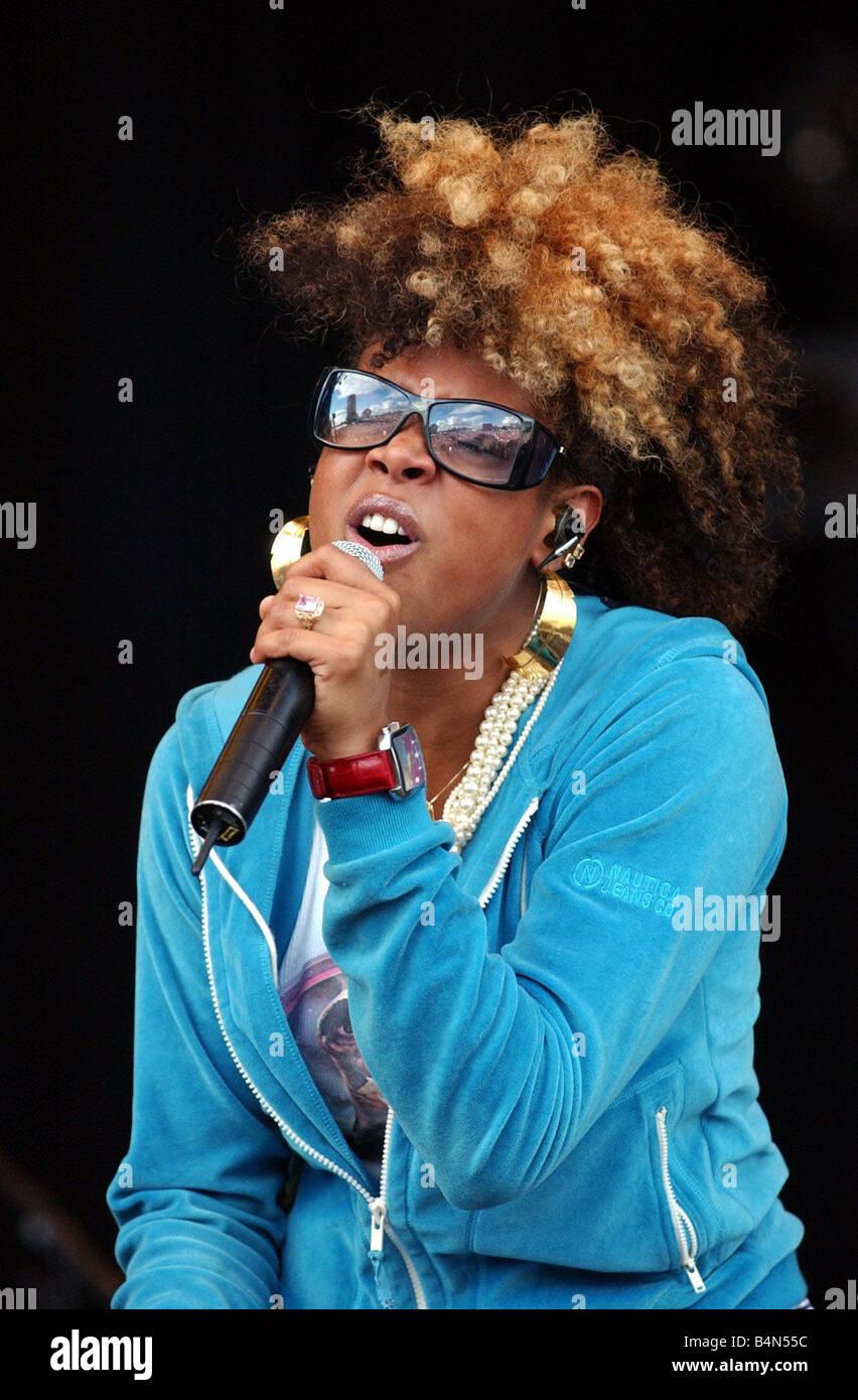 La chanteuse Kelis Août 2001 sur scène au concert du Festival le Livre vert Photo Stock