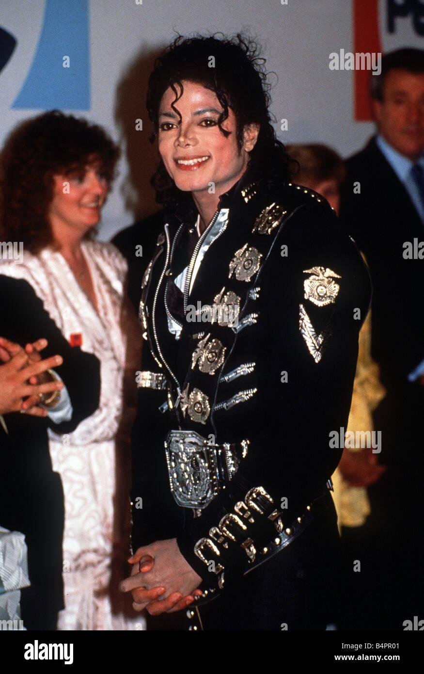 27a0ea9fd297e0 Michael Jackson à son concert au stade de Wembley lors de sa rencontre avec  le Prince
