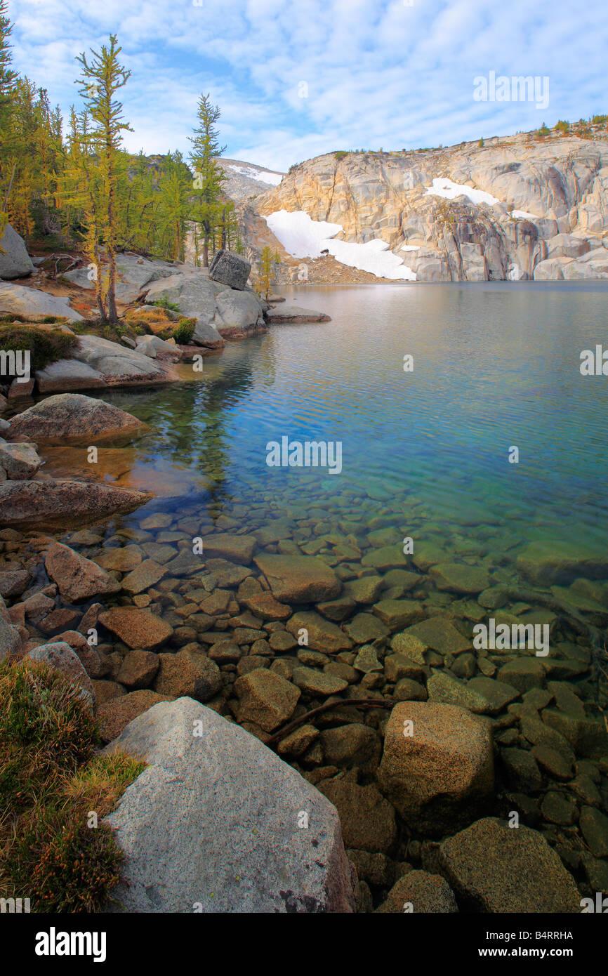 Inspiration Lake dans la région des lacs d'enchantement de la nature sauvage des lacs alpins, Washington Photo Stock