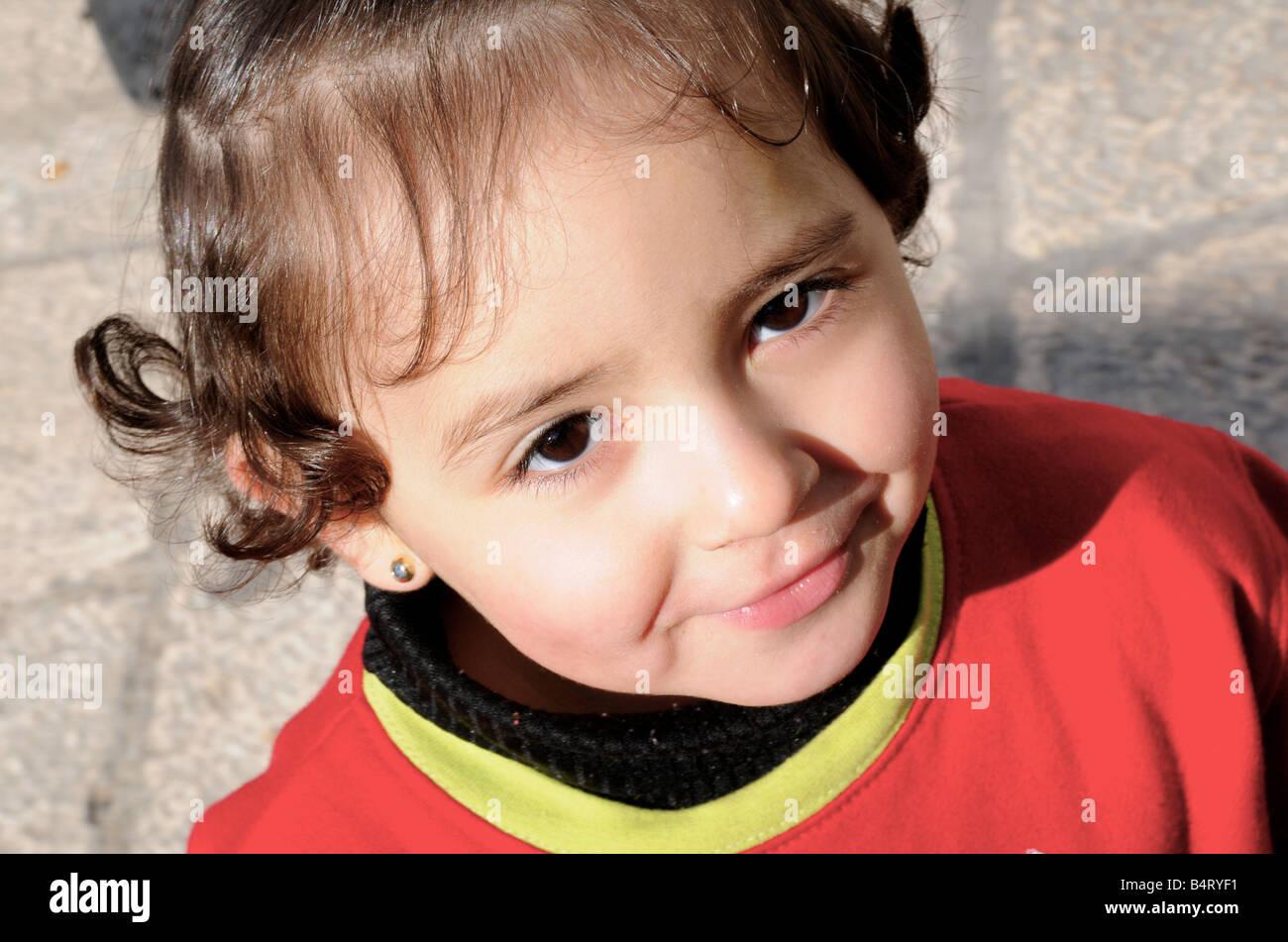 Fille Arabe une jeune fille arabe en dehors de sa résidence familiale dans la
