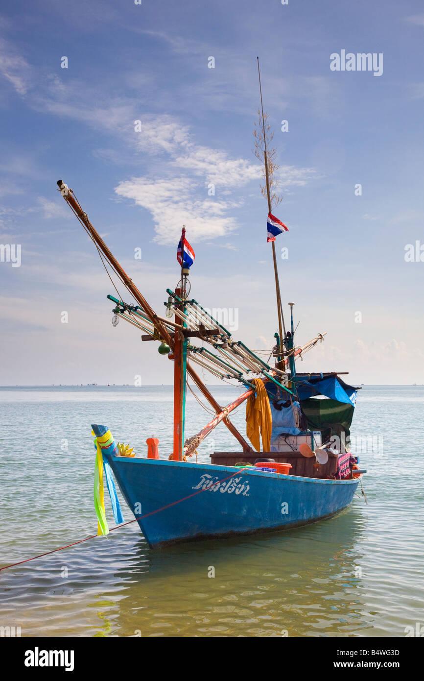 Paysage de la location traditionnelle asiatique en bois Bateau de pêche pontés thaïlandais, sur la Photo Stock