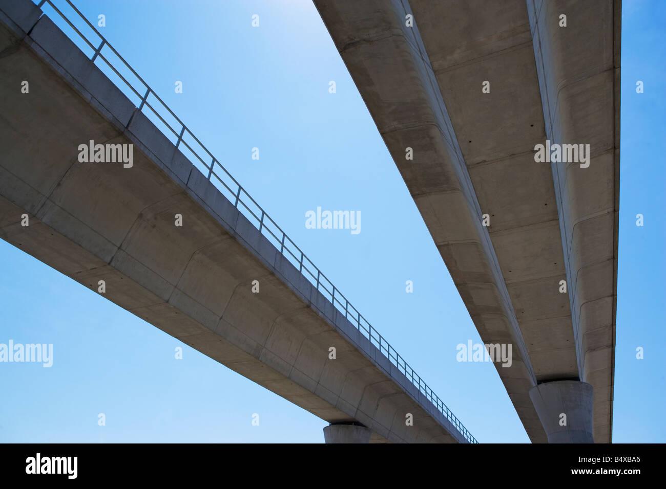 Low angle view of chaussée surélevée Photo Stock