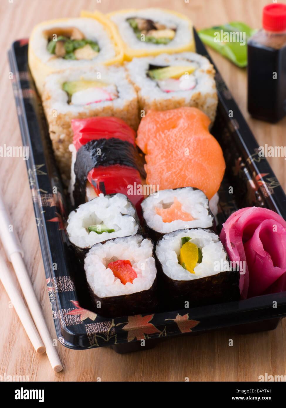 Sushi à emporter le bac Photo Stock