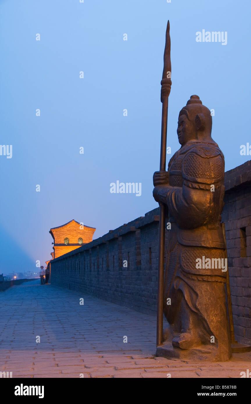 Garde d'ornement sur le dernier mur de la ville intacte Dynastie Ming en Chine, Pingyao (Ping Yao), la province Photo Stock