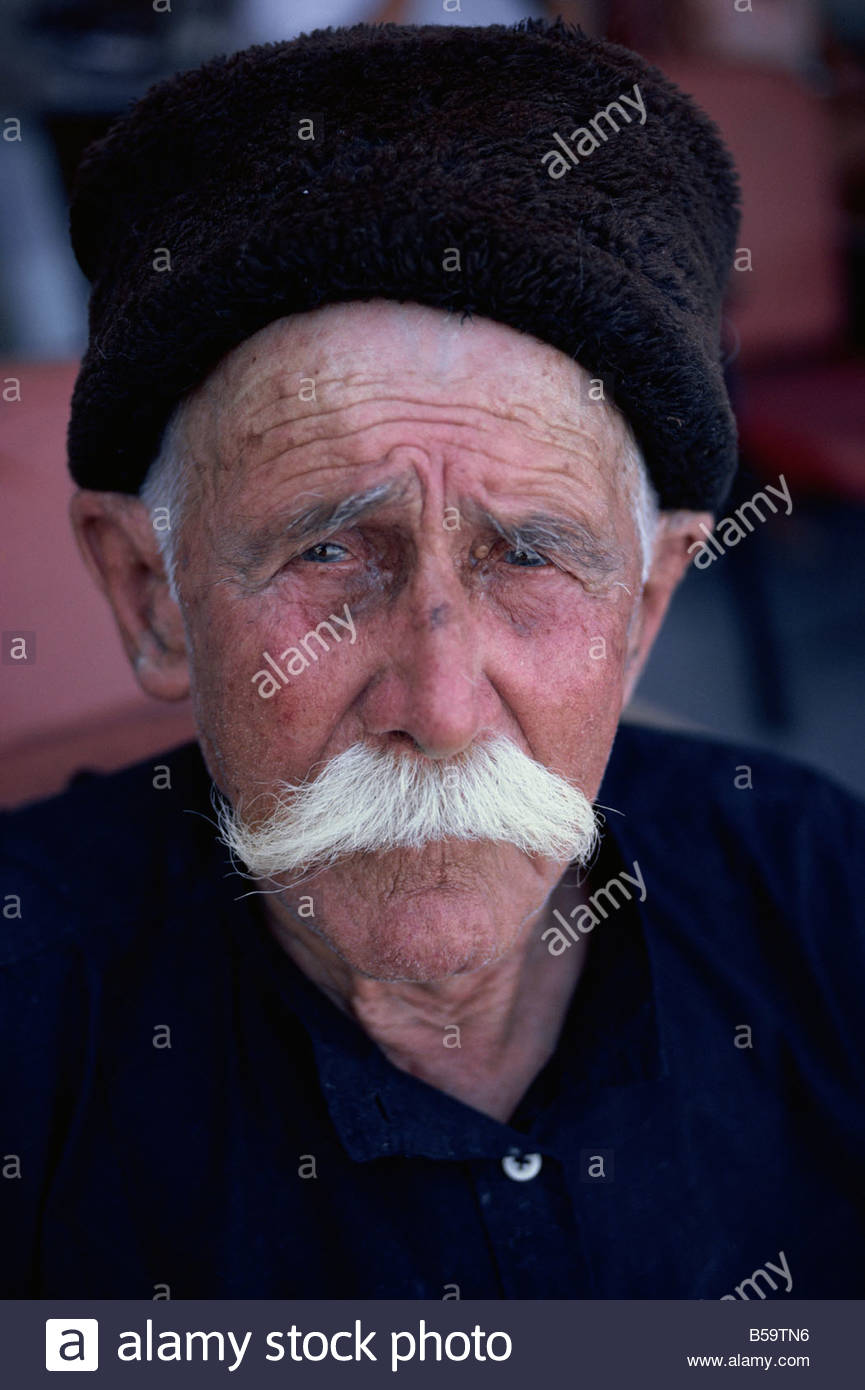 united states good looking most popular Portrait d'un vieil homme à chapeau noir et blanc à ...