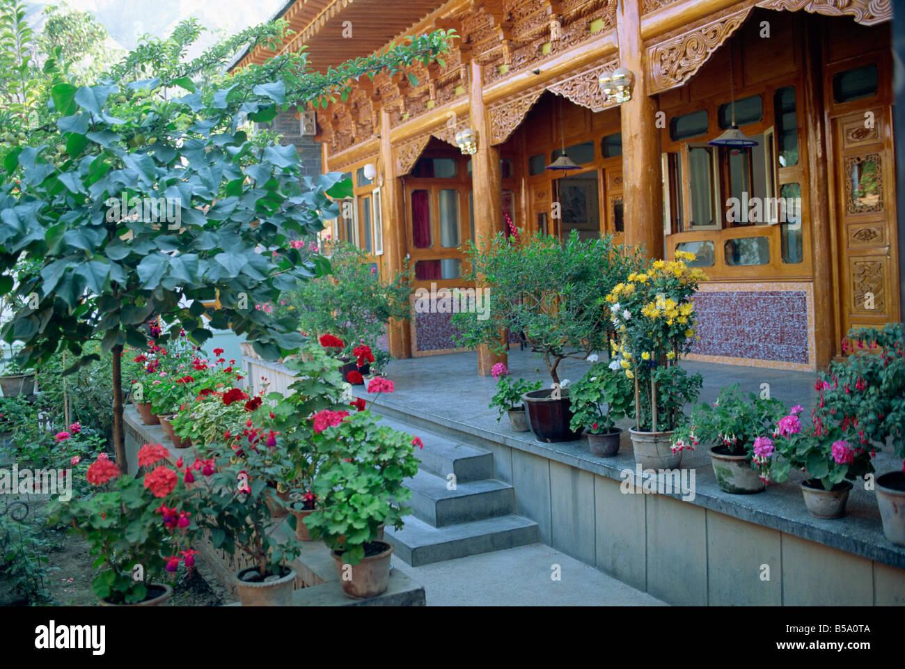 Jardin Des Plantes En Pot Et De L Architecture En Bois Sala